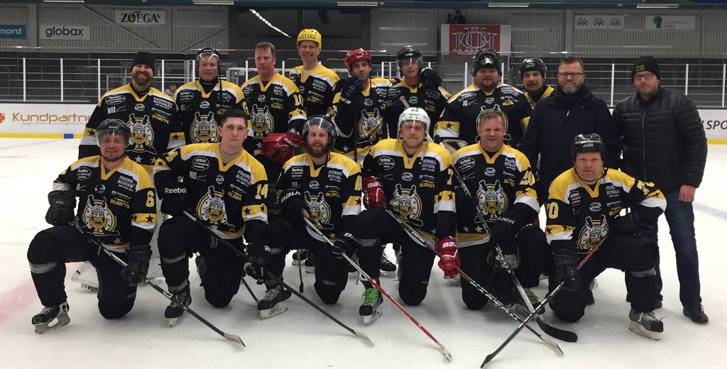 Photo of Veteranhockey med glädjen i centrum