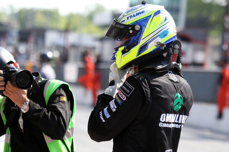 Photo of Jimmy Eriksson poänglös på Brands Hatch