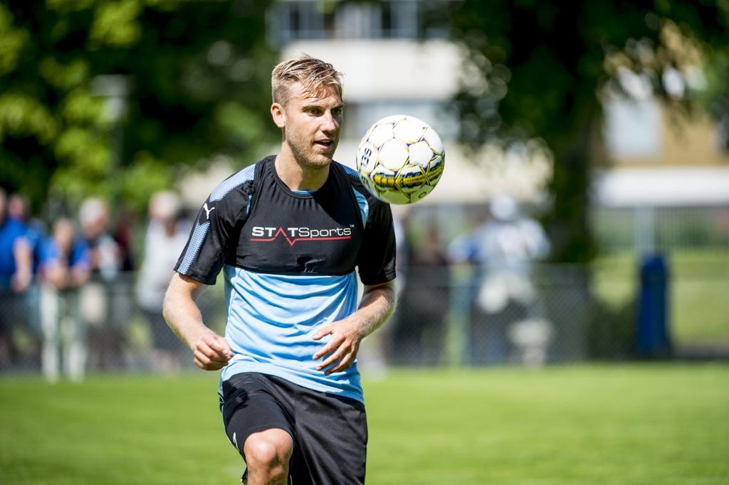 Photo of Rasmus Bengtsson i full träning