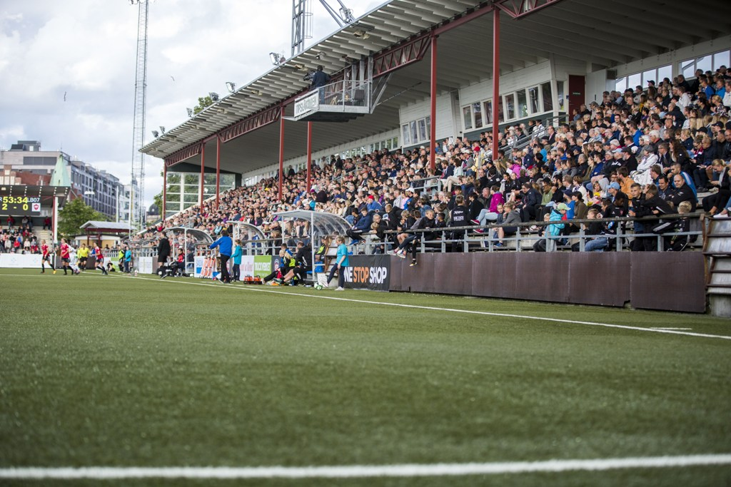 Photo of Publiktaket höjs till 300 personer