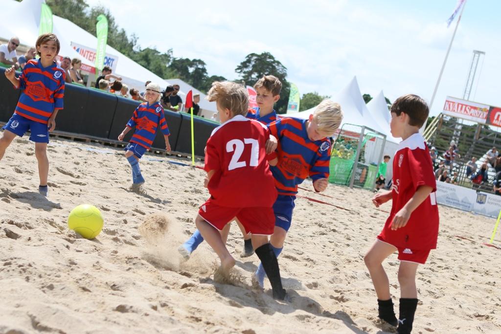 Photo of Nu drar beachfotbollen igång i Åhus