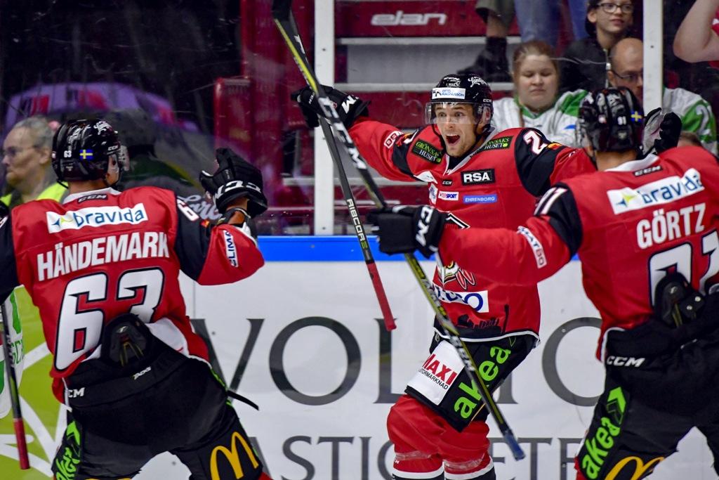 Photo of Rödhökarna flög i SHL-premiären