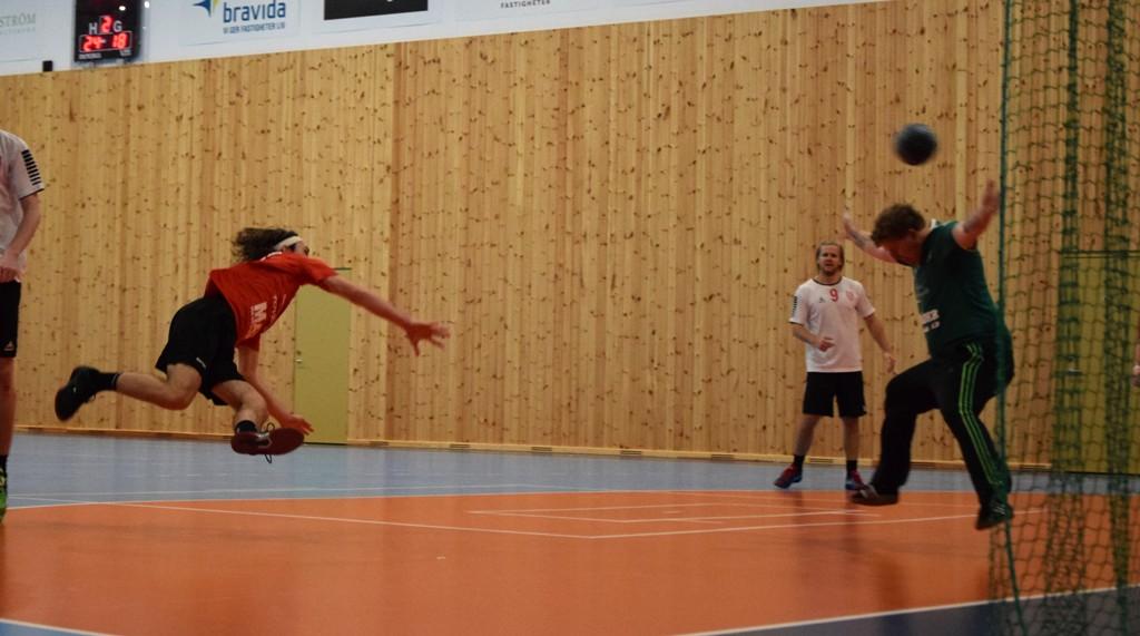 Photo of Lattjolajbanhandboll i tränarfritt Lödde