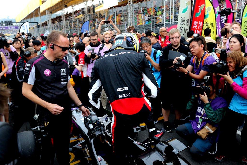 Photo of Joel Eriksson påkörd i ledning – tvingade bryta Formel 3-VM