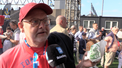 Photo of Derby-TV: Hamburgare ska ha dressing och bostongurka
