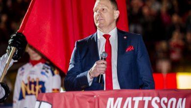 Photo of Bildspecial: Jesper Mattssons tröja hissas i Malmö Arena