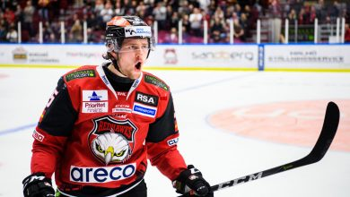 Photo of Carl Persson stannar i Malmö Redhawks