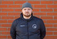 """Photo of Tränaren Kevin Blomqvist i TFK Nova: """"Det är roligare att träna damer än herrar"""""""