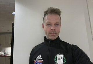 """Photo of Peter Lilja tränare Furulunds IK: """"Han cykelsparkar in det avgörande målet"""""""